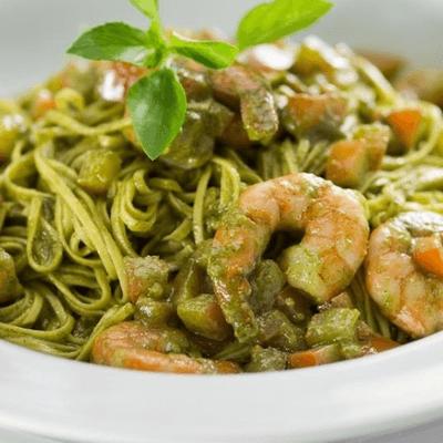Espaguete de Camarão ao molho pesto