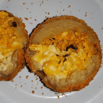 Franqueijo-(M)Massa tradicional com recheio de frango,milho com mussarela e Catupiry.