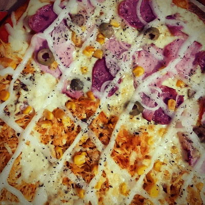 PIZZA SEM BORDA  MEIO A MEIO