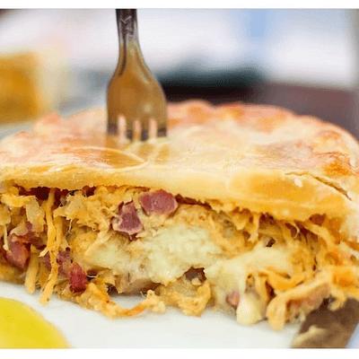 Torta de frango com bacon e catupiry
