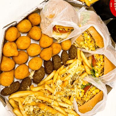04 Hambúrgueres + Double de Batata Frita + Double de Salgadinho + 01 Refrigerante 2L