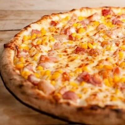 Pizza de Frango e Bacon Com Borda