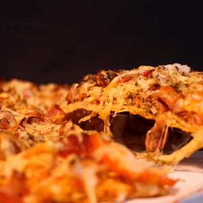 Pizza Delícia Bacon com Calabresa