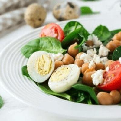 Vegetariano II ( Arroz, feijão, macarrao, ovo frito, legumes e folhas diversos.
