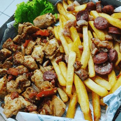 Filé de Frango , Batata Frita com Calabresa e Bacon