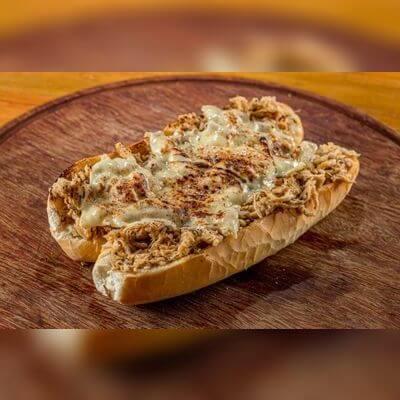 Pão de Alho Recheado com Frango e Queijo