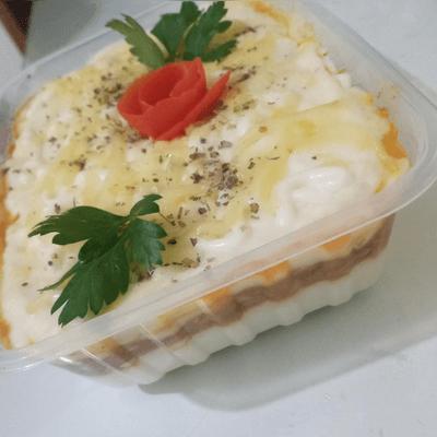 Escondidinho de aipim de frango com catupiry e queijo