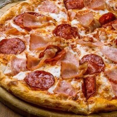 Pizza de Calabresa Com Borda