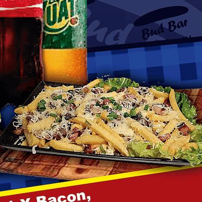 Fritas com queijo e bacon