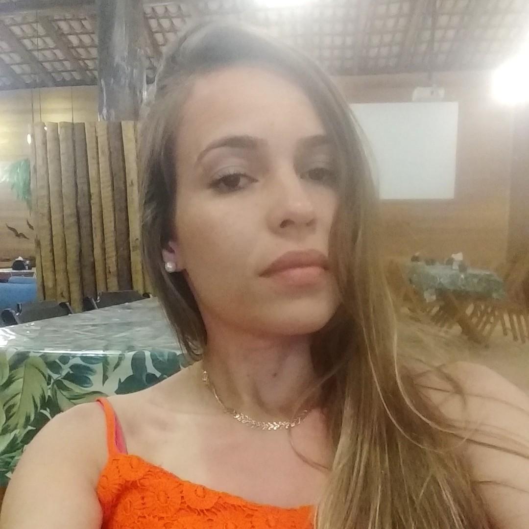 Camila dos Santos Silva